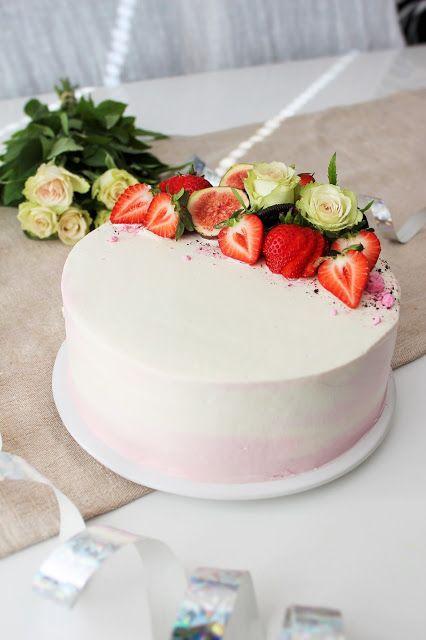 Pienet herkkusuut: Herkullinen Oreo-mansikkatäyte kakun väliin