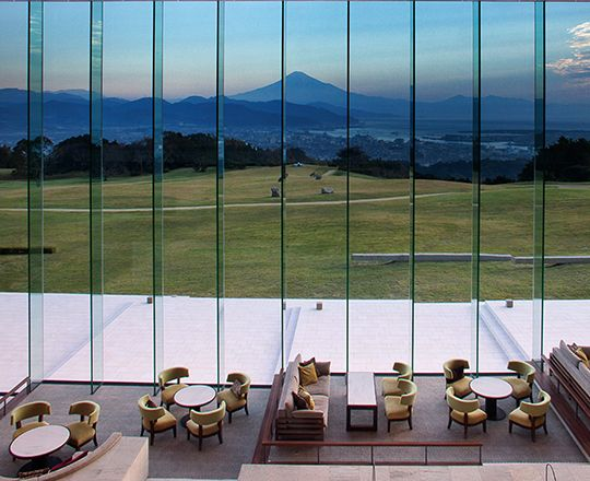富士山の絶景と美食を堪能する「日本平ホテル」 The Nihondaira Hotel: Fine Dining with Breathtaking Views of Mount Fuji