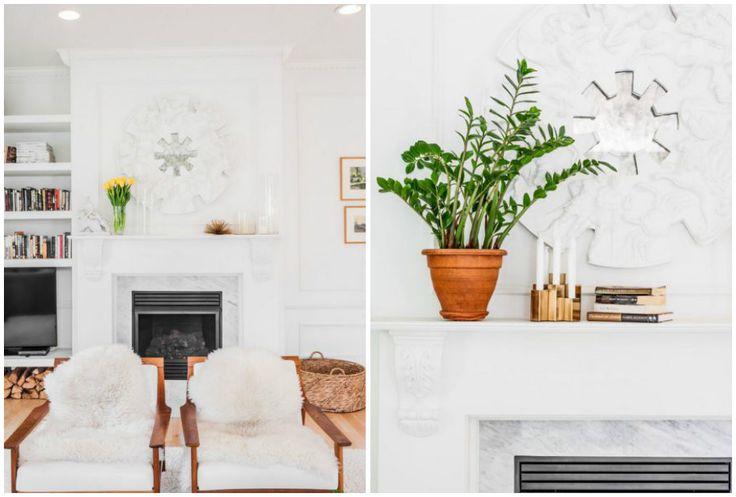 Une cheminée en marbre et sa jolie sculpture pour un rappel des matières. Le style scandinave assuré par ces chaises en bois et les fausses peaux de bêtes