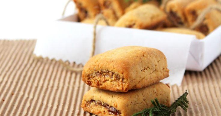 Mi piacciono i biscotti, biscottoni e biscottini, se poi sono ripieni e accompagnati da una buona tazza di tè, che dire.....a...