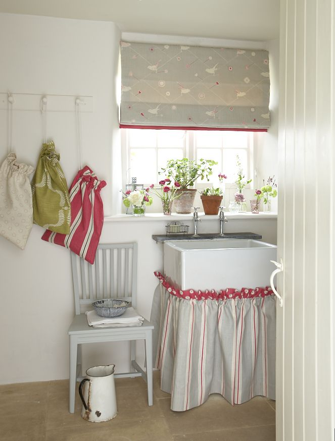 Roman Blind from the Swedish Collection in Dawn Chorus Clay and Sweet Pea, with a leading edge in Plain Sweet Pea