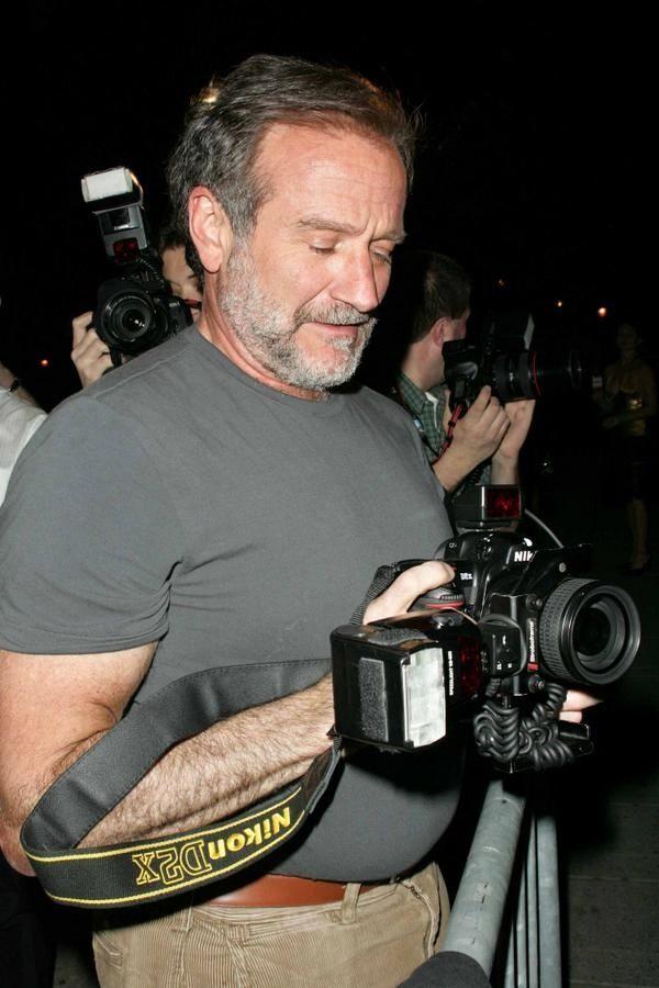 Robin Williams and Nikon D2X.