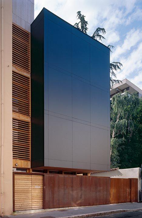 casa de 3 andares para terrenos razoavelmente estreitos DI-VA House by Tectoniques