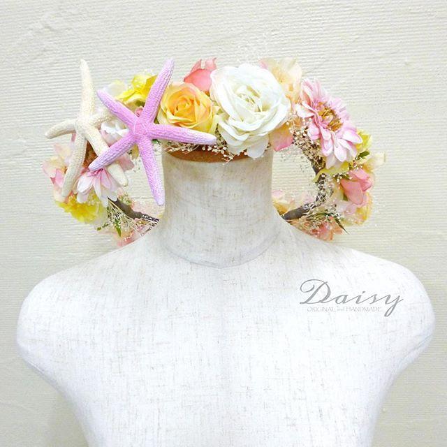 【daisy_by_urbanlight】さんのInstagramをピンしています。 《3/4に挙式を控えられているお客様にオーダーメイドで作らせて頂きました♡ . ミントグリーンのカラードレスに合わせて着用して頂きます。全体のデザインは、ご自身で用意されたブーケのお色・お花・雰囲気と合わせて製作しました(*^^*) . ー美しいひとときを演出するために 品良く華やかに装いたい。 全ては着ているブライドを引き立てるためー . . . 結婚式、マタニティーフォト、フォトウェディング、二次会、パーティー、ライブ、アーティスト写真、年賀状写真などでお使いいただける完全カスタマイズの花冠・ブーケ・衣装・アクセサリーなど様々なアイテムの御注文をお受けしております。価格などは細かいパーツやお花の種類で変動しますので、一度お問い合わせ下さい。 . 【@daisy_by_urbanlight】 Daisy(デイジー) Web store: http://urbanlightfashion.com Email: daisy@urbanlightfashion.com…