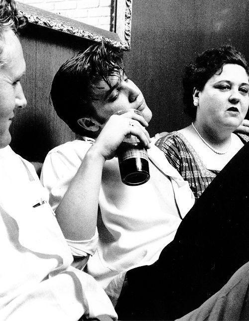Элвис Пресли с папой и мамой. Где-то в Америке. Где-то в 50-е.