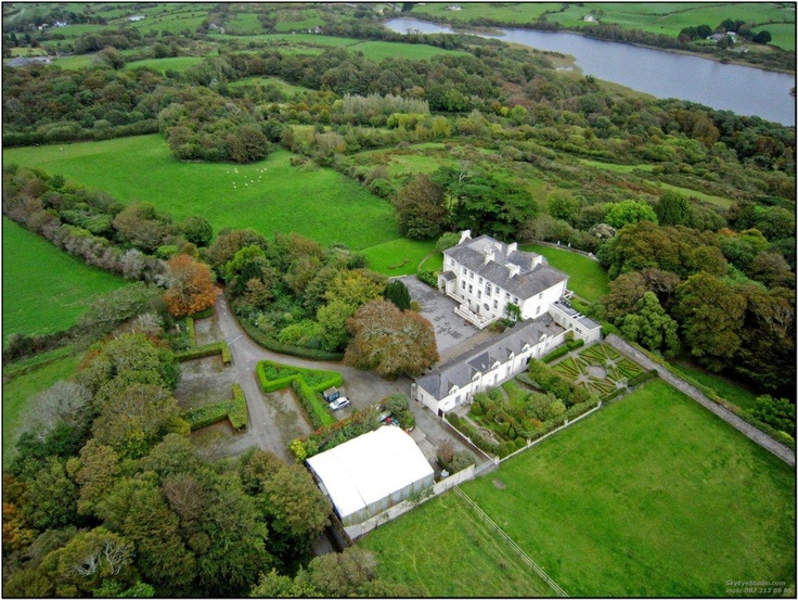 The Country House, with the adjacent Garden Mews and the Lake Abisdealy in the background.  There are great pathways to the Irish Sky Garden as well as to the Lake.  The walk to the Lake Lodge takes only 10 minutes.