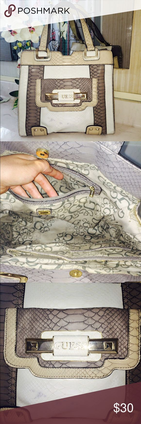 ‼️🌟👜GUESS BAG👜 ⚠️‼️has a small stain on front‼️⚠️.  of the rest is perfect.✅👍🏼💁🏻👜 authentic 100% Guess Bags