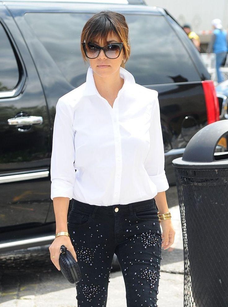 Kourtney Kardashian - The Kardashian Family Goes Shopping 2