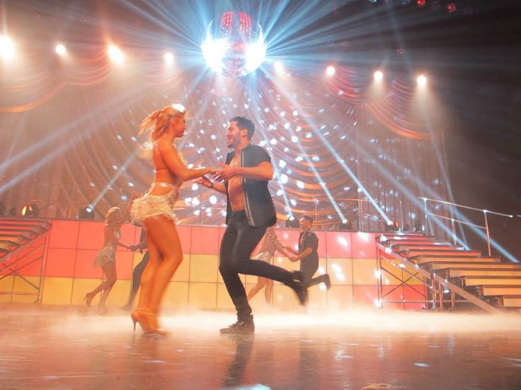DWTS Live Tour || Val and Emma 12/28/2014 (Credit @HeatherluvsJBJ)