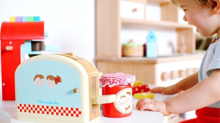 Mit Kindern kochen: Kinderküche Zubehör aus Holz - eine tolle Geschenkidee #kinderküche #holzspielzeug #woodtoys #spielzeug #rollenspiele