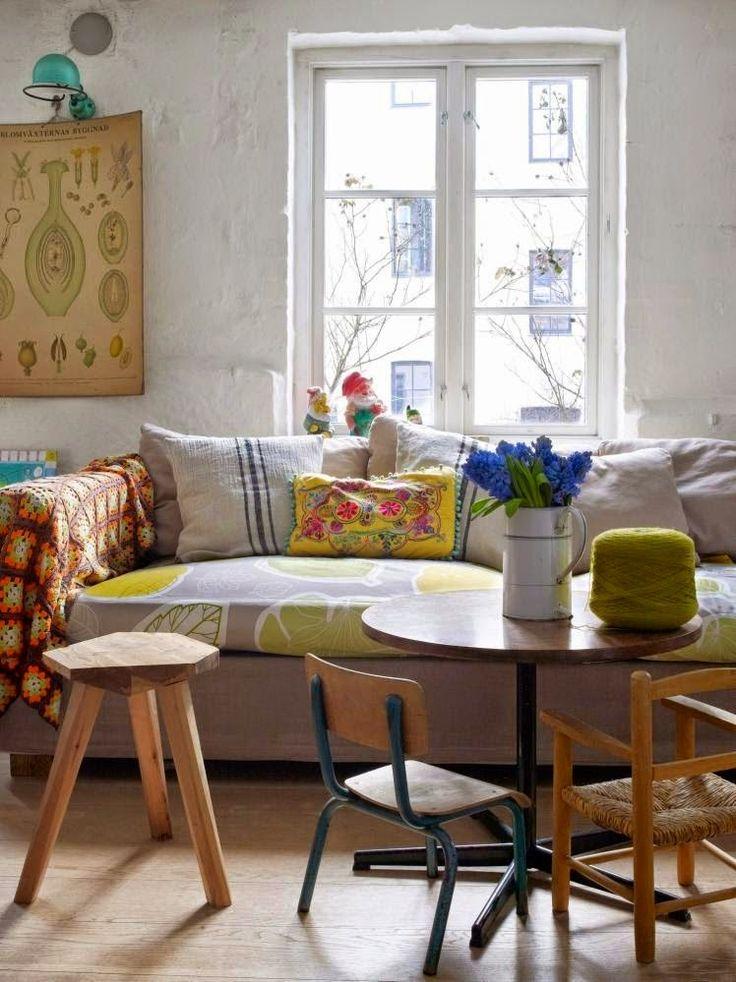 #excll #дизайнинтерьера #решения Декор интерьера очень прост — кухня в современном стиле и диван являются «постояльцами»  интерьера, а все остальные его элементы заменимы и в продаже.