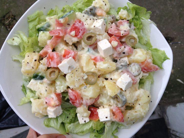 Super copieuse ma salade, j'avais envie de frais ce midi...je suis contente de mon inspiration car c'était très bon ;-)