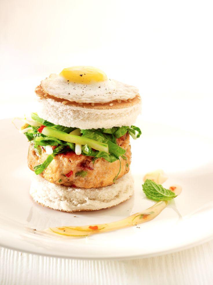 Thaise kipburger met munt http://www.njam.tv/recepten/thaise-kipburger-met-munt
