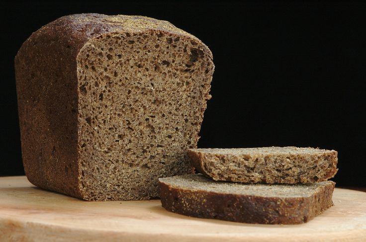Il pane di segale si distingue dalle altre tipologie di pane principalmente per il suo colore scuro. Anche la consistenza risulta essere piuttosto diversa dalla tradizionale, si presenta infatti più compatto, ma ha il pregio di conservarsi più a lungo.  E' molto profumato ed ideale da gustare