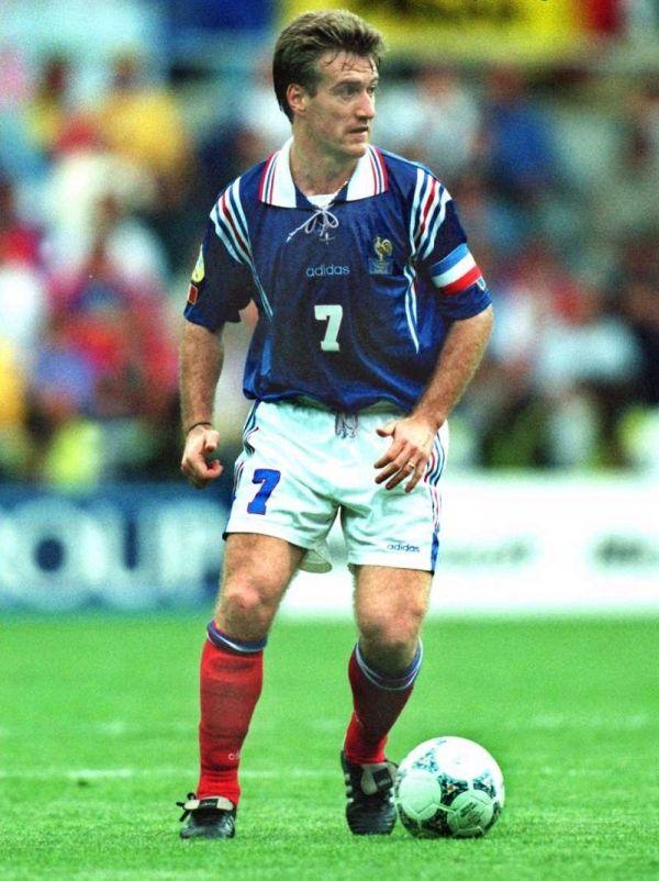 Didier Deschamps (n. Bayona, Francia, 15 de octubre de 1968) es un entrenador y ex futbolista francés. Dirige desde julio de 2012 a la Selección nacional de Francia.