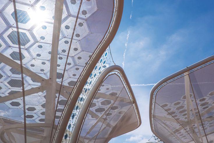 Photovoltaik-Module an Edelstahlseilen