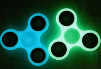 Super cheap fidget spinner! Even GLOWS IN THE DARK. Shop24seven365 to get your hands on this awesome deal. Only $8.42, to purchase, visit www.shop24seven365.com.au