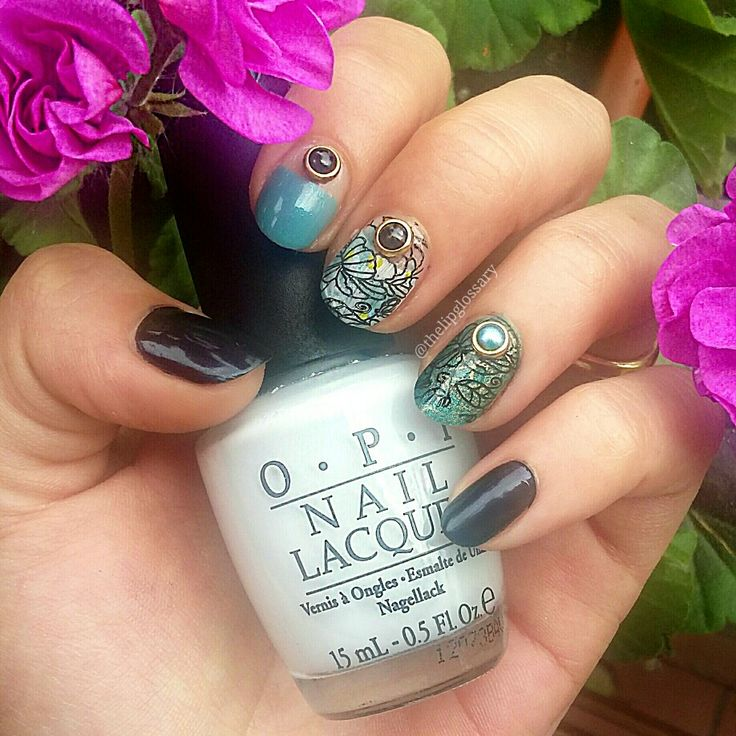 Turquoise, blue black, flowers and pearls 3d nail art