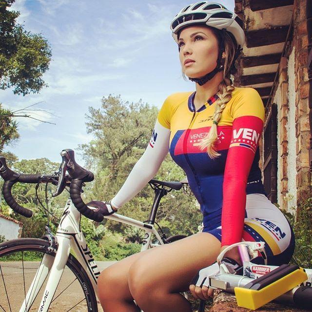 Le podrás pedir al universo que te de todas las señales que quieras, pero al final, verás lo que quieres ver cuando estés listo para verlo .... Cuando estés listo !!  #roadbikegirl #girlsbike #cyclingtips #cyclingshots #cyclingphotos #cyclinglife #cyclingkit #bikestagram #bikerlife #bikelove #roadtrip #roadcycle #girlpower #franchelinastyle ♀️