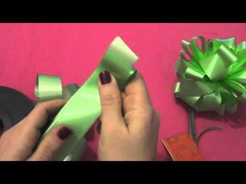 In questo breve video volevo mostrarvi un modo semplice e veloce per ottenere dei carinissimi fiocchi per confezionare i vostri regali ^-^ spero che il video...