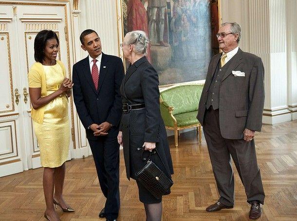 Depuis son élection en novembre 2008 à la présience des Etats Unis, le couple Obama a été ammené à renconter à plusieurs reprises des têtes couronnées !   Tout d'abord le couple présidentiel rencontré la famille royale danoise lors de sa venue à Copenhague en 2009 pour la conférence sur le climat !