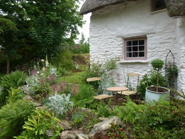 Luxury self-catering cottage with pretty rose gardens near St Agnes