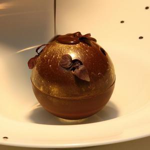 Le 1217', Restaurant étoilé @ChateauBagnols vous invite à l'ombre de la tonnelle pour déguster une #cuisine tout en finesse. A découvrir absolument. 69380 #Châtillon