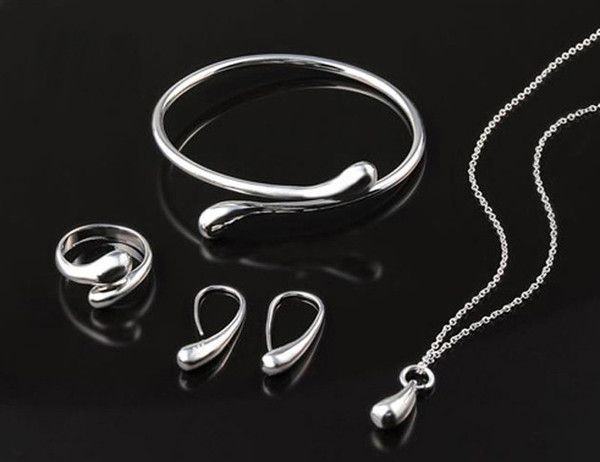 Take this beautiful yet classic looking set out on the town or where it to the office. A gorgeous set to add to any collection.Set includes: Necklace, Bracelet,