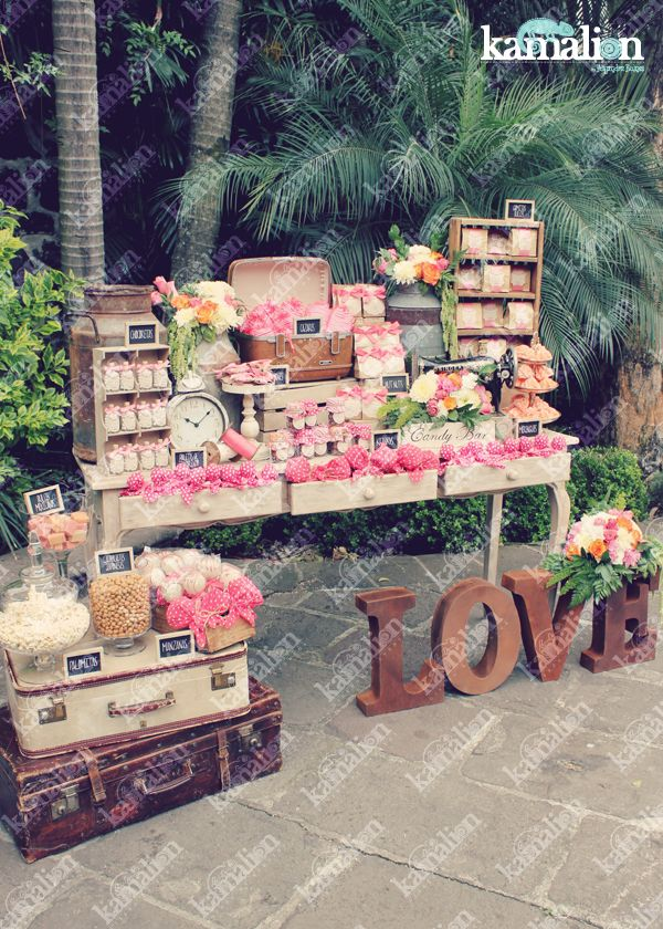 www.kamalion.com.mx - Mesa de Dulces / Candy Bar / Postres / Coral / Wedding / Boda / Rustic Decor / Dulces / LOVE / Lechero / Maletas / Vintage / Sewing machine / reloj / clock.