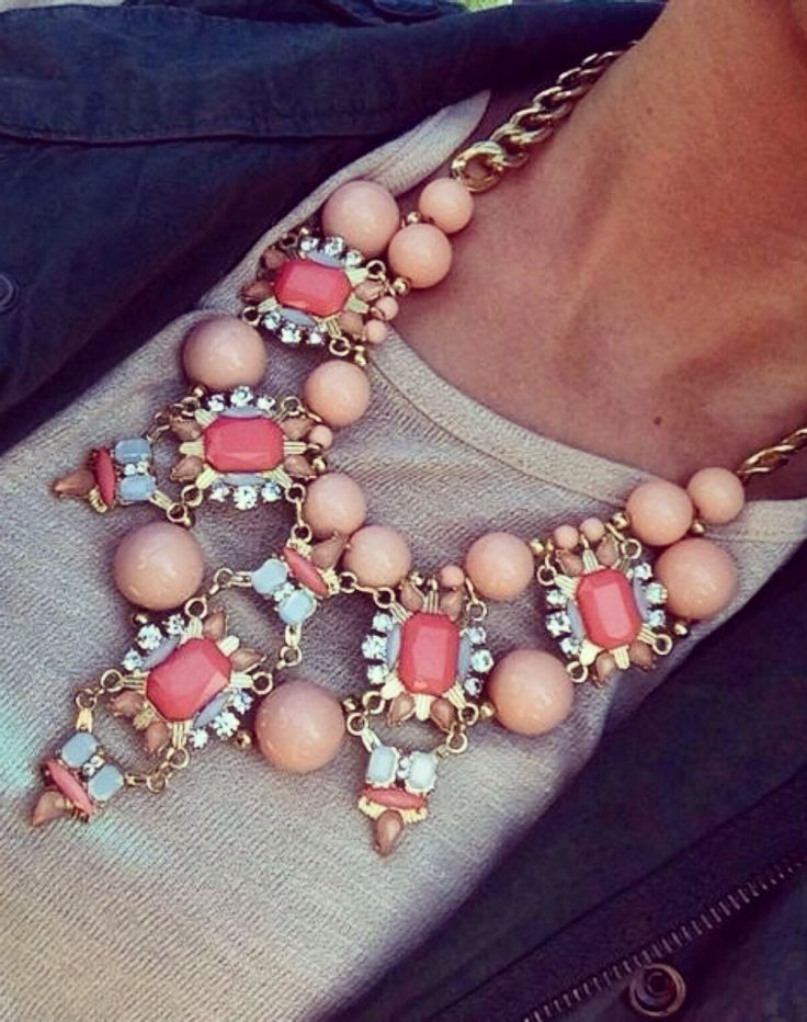 gorgeous statement necklace, for more visit www.styleontheside.com