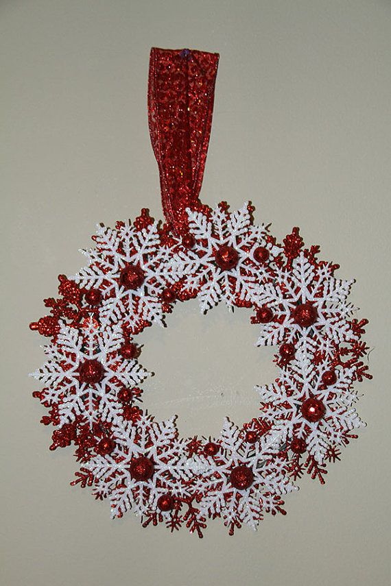 Christmas Snowflake Wreath - Red and White Holiday Decoration of Awesomeness #design #gifts
