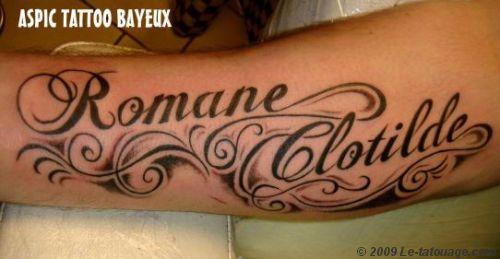 Tatouages lettrage criture caligraphie m 39 y arts pinterest - Modele tatouage prenom avant bras ...