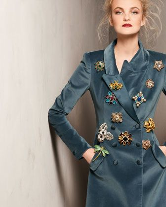 Brooches are back....