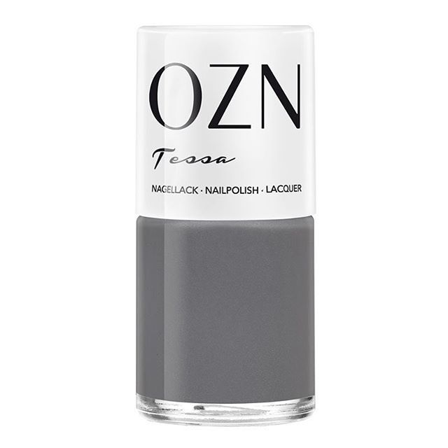 Unleash the grey-side! Hi, I'm Tessa!  I'm a nail polish and I'm vegan as I am 7FREE. I'll make your nails look fabulous #formaldehydefree #dibutylphthalatefree #xylenefree #camphorfree #siliconefree #mineraloilfree #acetonefree #toluenefree  I'm a dark grey shade with a light shimmer effect. And I'm certainly nothing for #plainjane | buy me @latelierkontor202 | #ozn_vegan #latelierkontor202 #crueltyfree #vegan #nailpolish #nails #grey #tessa #organicbeauty #greatcolours #beauty…