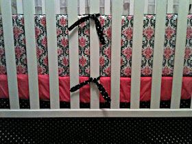 Crib Bumper Tutorial.. this is a good one. I made one on my own without instructions... she really helps make it easier for my next venture. :)