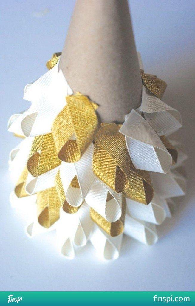 Christmastree- with ribbons #holidays #diy #christmas tree #ribbons
