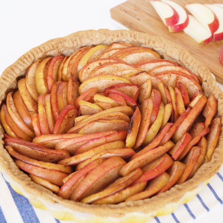 20 Low-Calorie Apple Desserts That Feel Like Indulgences | If you want to enjoy a tasty treat every day without ruining your diet, look no further than these low-calorie apple desserts.
