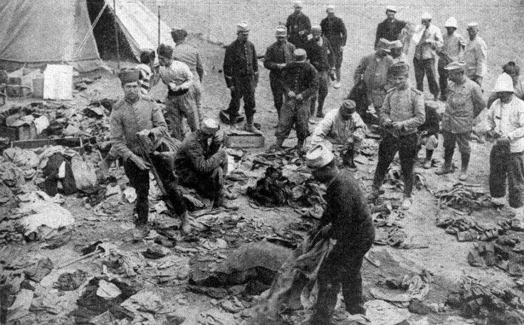 Çanakkale Muharebesi esnasında Seddülbahir'deki Fransız askerleri, 1915 / French soldiers at Sedd-el-Bahr, Cape Helles, during the Battle of Gallipoli, 1915.