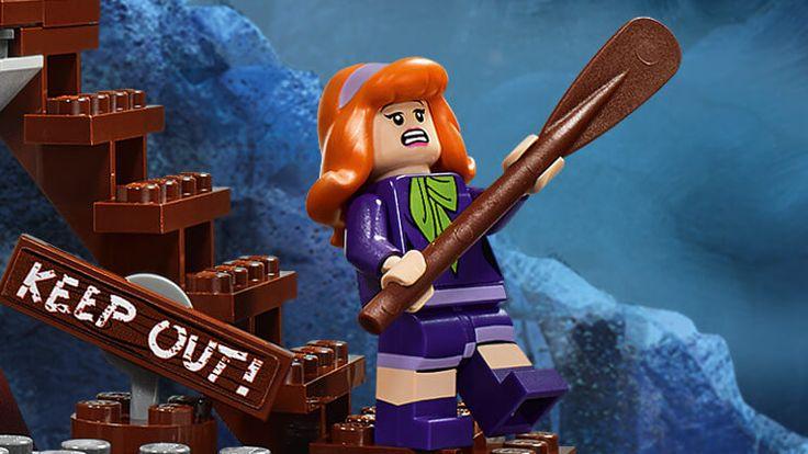 Daphne Blake - Characters - Scooby-Doo LEGO.com