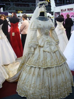 A nice version of Sisi's bridal gown.  It's made by Héjja salon.