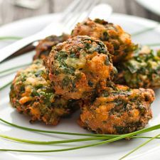 Spinach Balls | MyDailyMoment Have not tried yet but looks so good. Going to make for potluck and server with mushroom gravy over the top.
