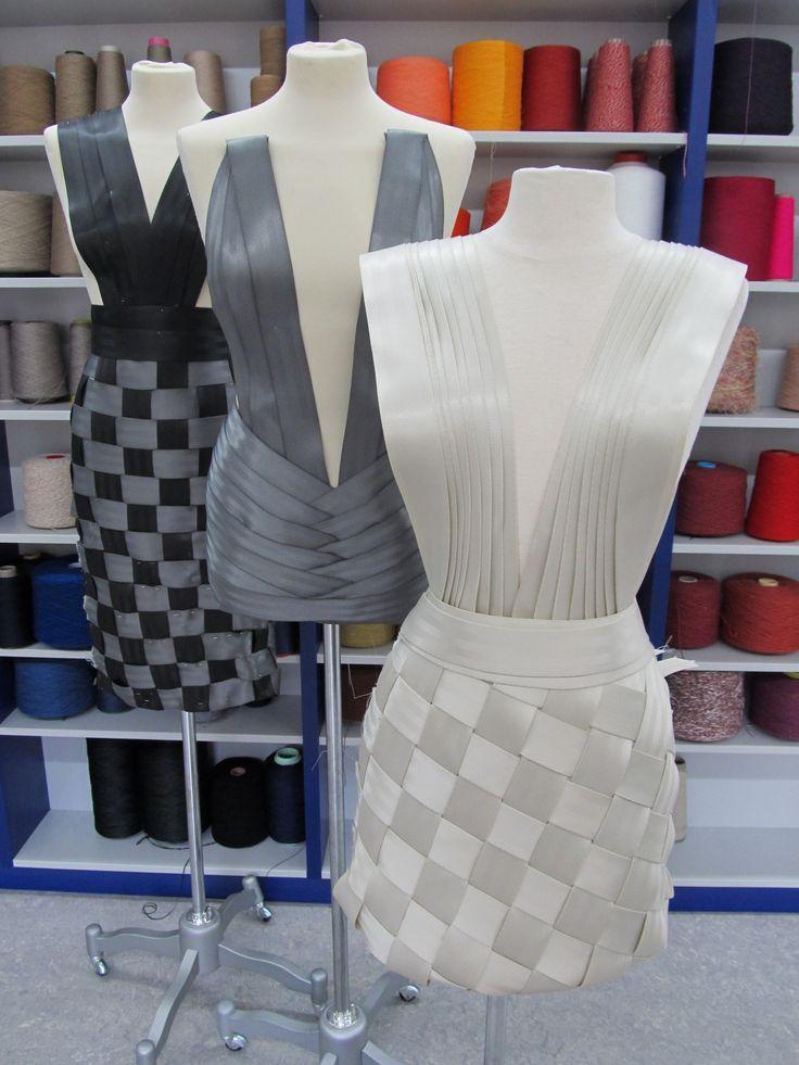 MBO studenten in het TextielMuseum. Elk voorjaar volgen studenten 'Mode & Maat' ( ROC Tilburg) en 'Creatief Vakman' (MBO St Lucas) cursussen in Textielmuseum.