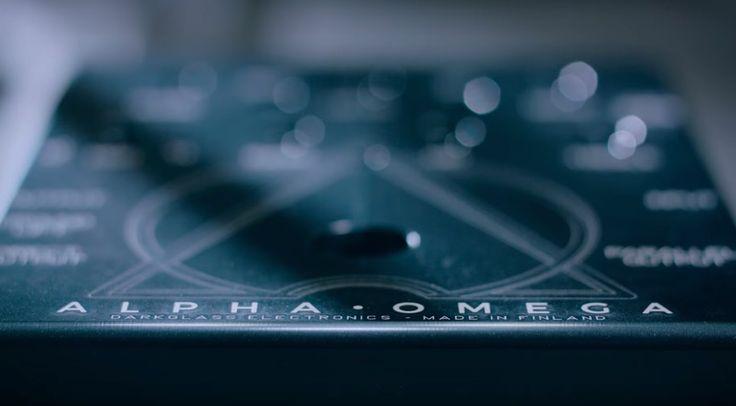 Das kommende Preamp/Distortion-Pedal Alpha-Omega der Edelschmiede für hervorragend klingende Basspedale sorgt für einige Spekulationen und Hype-Momente. Nun hat Hersteller Darkglass ein erstes Video veröffentlicht. Omnom.