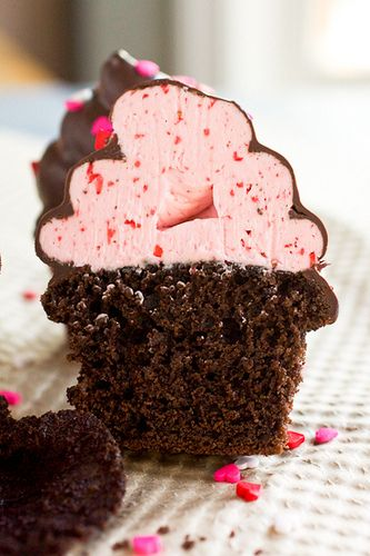 MMM! Chocolate covered strawberry cupcakes