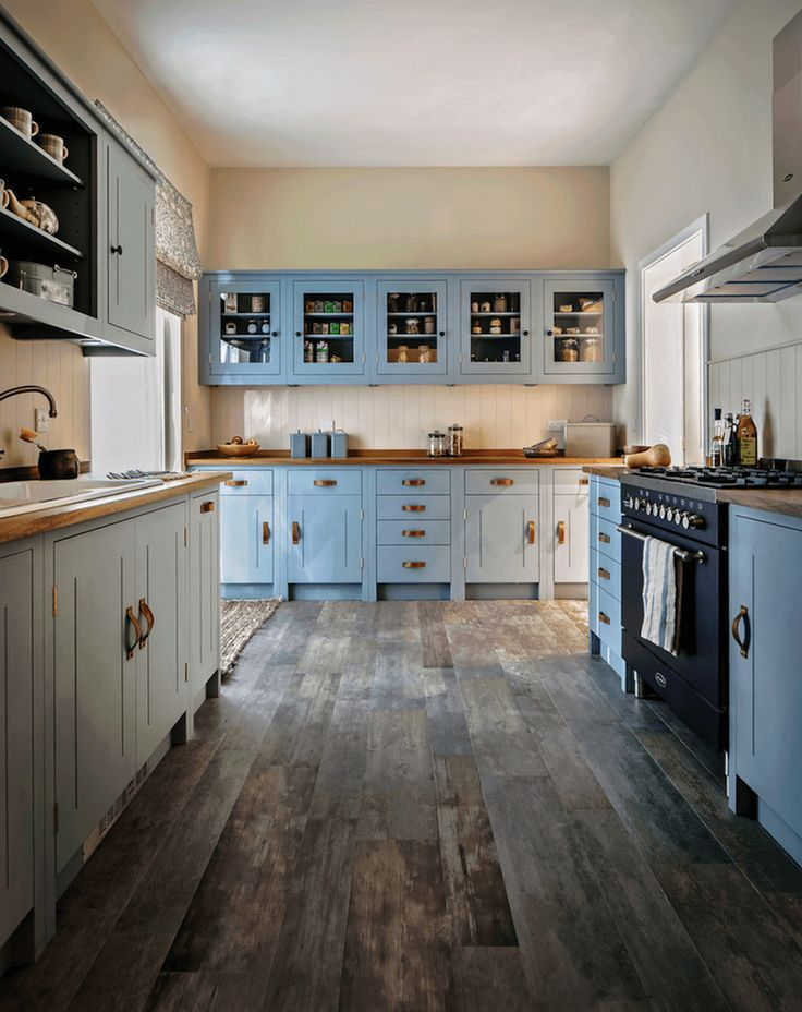 les 25 meilleures id es de la cat gorie cuisine bleu canard sur pinterest peindre hotte. Black Bedroom Furniture Sets. Home Design Ideas