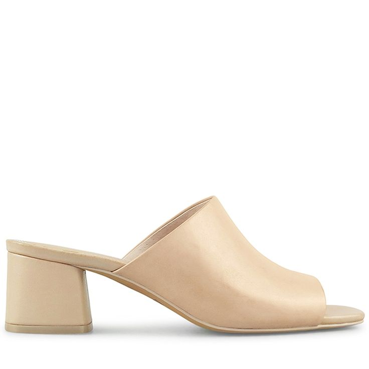 Comfortable and versatile, the Des Slide is a modern and polished alternative to a sandal, able to be styled effortlessly for all occasions. 4.7cm / 1.85 Inch Heel Leather Wrapped Block Heel Open Toe Modern Geometric Block Heel Slip On Style Ligh