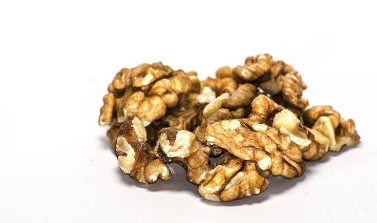"""Heute ist """"Tag der Walnuss"""" - Walnut Day...  Nüsse im Allgemeinen und Walnüsse im Besonderen sind aufgrund ihres hohen Gehalts an Ballaststoffen, Eiweiß, Mineralstoffen und Vitaminen sowie ungesättigten Fettsäuren und Antioxidantien besonders gesundheitsfördernd. Nüsse wirken sich positiv auf Ihren Cholesterinspiegel und die prophylaktische Wirkung in Bezug auf Herz-Kreislauf-Erkrankungen aus.  Weitere Ernährungstipps erhalten Sie von Ihrem HYPOXI-Coach. HYPOXI kostenfrei ausprobieren?…"""