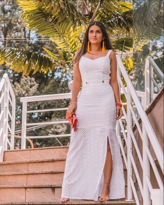ae9716381c Vestido longo branco de Laise com fenda lateral. Looks para usar no Natal e Ano  novo 2019  reveillon2019  newyear2019  outifits2019  natal2019 ...