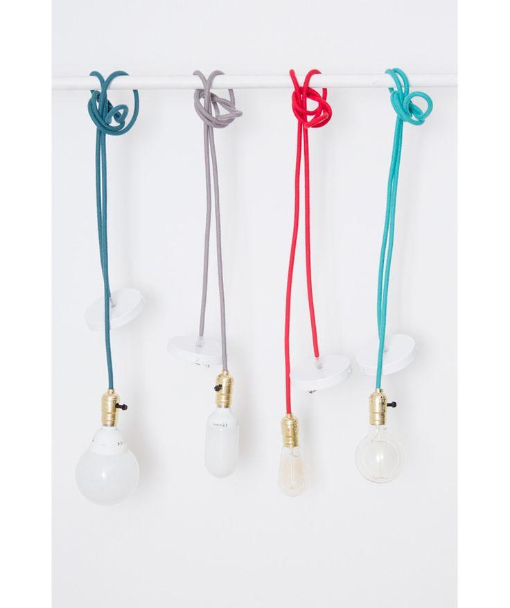 Plafón blanco/ Socket dorado - Lámpara de Techo, cuerda. $110.000 COP c/u (Envío gratis). Cómprala aquí--> https://www.dekosas.com/productos/hogar-decoracion-vida-util-lampara-techo-dorado-blanco-detalle