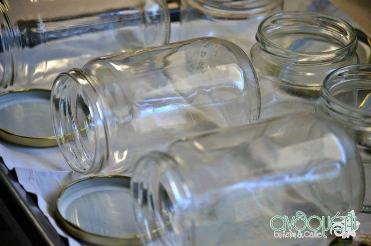 Η αποστείρωση των γυάλινων βάζων είναι απαραίτητη για να συντηρηθούν μαρμελάδες, γλυκά, κομπόστες ή φαγητά. Η αποστείρωση στον φούρνο είναι πανεύκολη!
